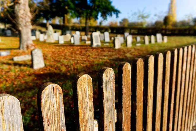 Ходьба на кладбище с месячными